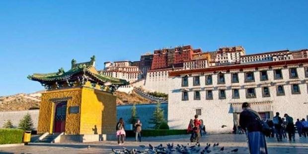 Trung Quoc: Thu phu Lhasa cua Tay Tang lan dau tien don mua He hinh anh 1