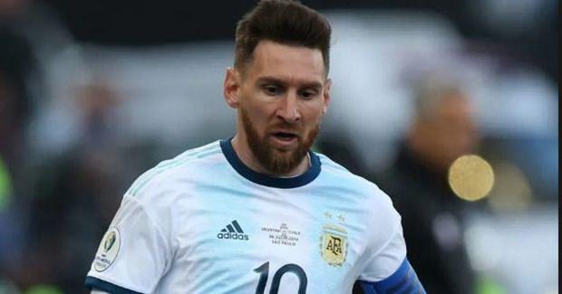 Messi bi cam thi dau va phat tien vi noi xau Lien doan Bong da Nam My hinh anh 1