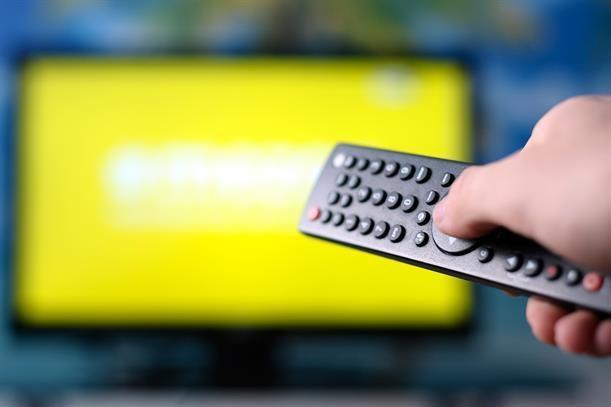 Thoi gian xem TV truyen thong cua nguoi Anh ngay cang giam hinh anh 1