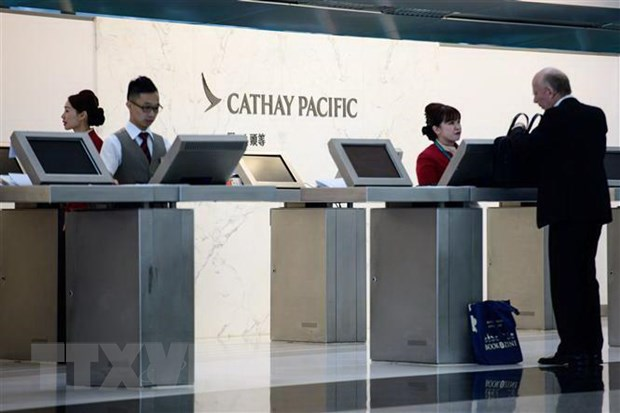 Hong Kong roi loan, Cathay Pacific thay doi bo may lanh dao hinh anh 1