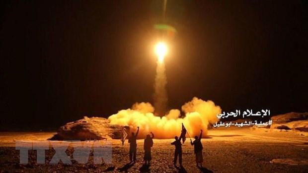 Phien quan Houthi phong hoa tai nha may khi dot cua Saudi Arabia hinh anh 1