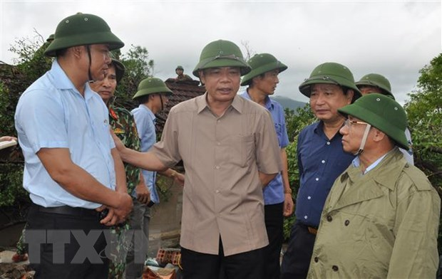 Bo truong Nguyen Xuan Cuong kiem tra cong tac ung pho sau bao so 4 hinh anh 1