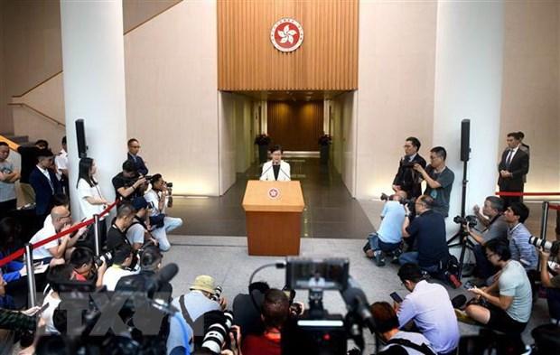 Truong Dac khu Hong Kong moi cac nghi sy tham gia doi thoai hinh anh 1