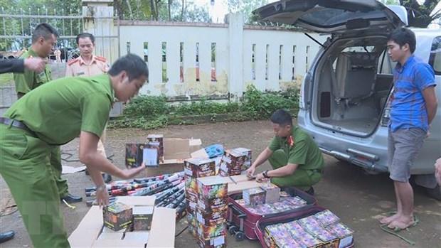 Dak Lak: Bat giu doi tuong van chuyen tren 200kg phao hoa hinh anh 1