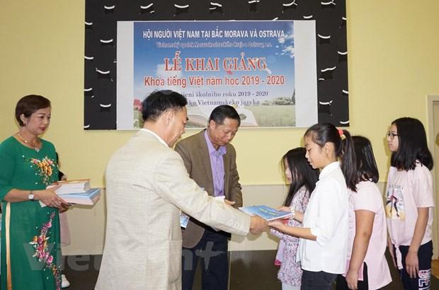 Chuan hoa viec day va hoc tieng Viet trong cong dong tai Sec hinh anh 3