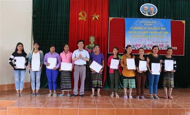Nhap quoc tich Viet Nam cho 350 cu dan bien gioi Viet-Lao hinh anh 1