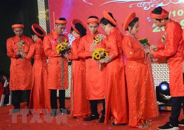 Cong nhan ngheo hanh phuc trong dam cuoi tap the o Da Nang hinh anh 2