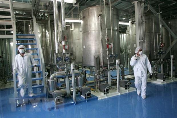 Nhân viên kỹ thuật Iran làm việc tại cơ sở làm giàu urani Isfahan ở cách thủ đô Tehran 420km về phía Nam ngày 8-8-2005. Nguồn: AFP/TTXVN