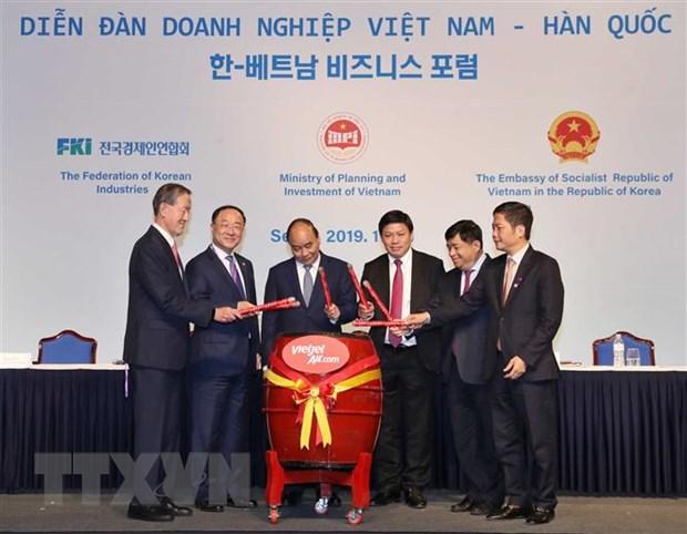 Thu tuong Nguyen Xuan Phuc du Dien dan Doanh nghiep Viet Nam-Han Quoc hinh anh 2