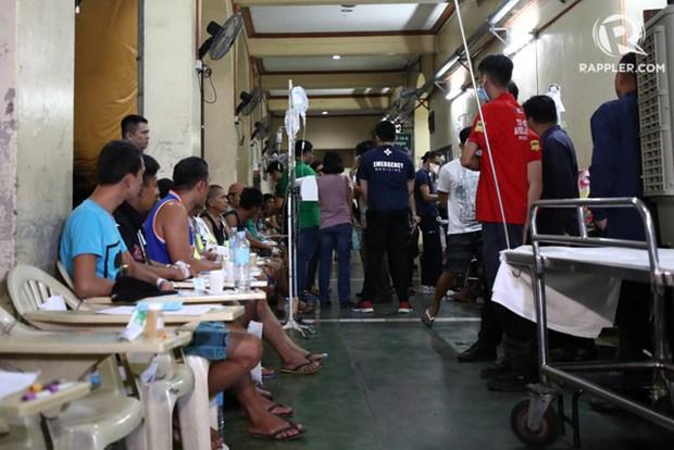 9 nguoi chet, hang tram nguoi nhap vien vi ngo doc ruou o Philippines hinh anh 1