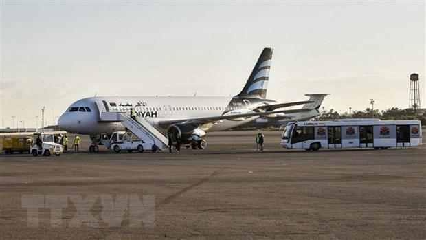 Libya: San bay tai thu do Tripoli dong cua do bi ban rocket hinh anh 1