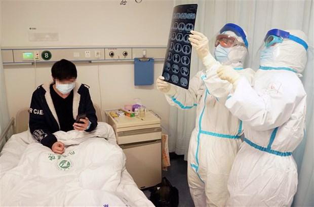 'Khong co bang chung cho thay COVID-19 lay nhiem qua da' hinh anh 1