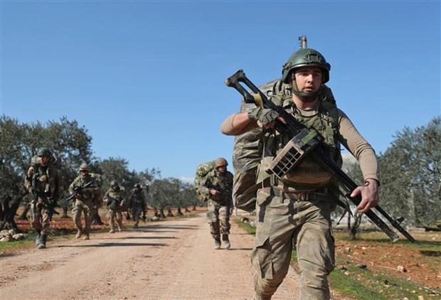 Tho Nhi Ky khong kich vao Idlib, it nhat 11 binh sy Syria thiet mang hinh anh 1