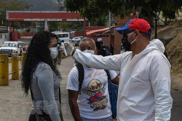 Venezuela keo dai cach ly, Ecuador cat giam luong quan chuc chinh phu hinh anh 1