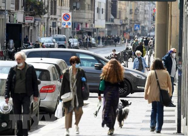 Italy doi mat kho khan trong viec dua ra quyet dinh go bo phong toa hinh anh 1