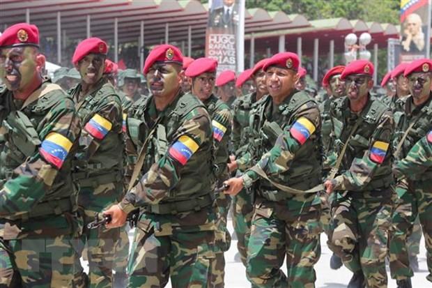Quan doi Venezuela tien hanh tap tran La chan Bolivar 2020 hinh anh 1