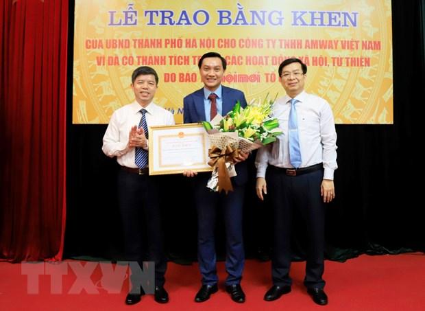 Amway Viet Nam nhan bang khen cua UBND thanh pho Ha Noi va Lang Son hinh anh 1