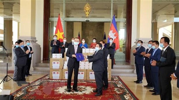 Campuchia cam on Quoc hoi Viet Nam tang qua phong chong dich COVID-19 hinh anh 1