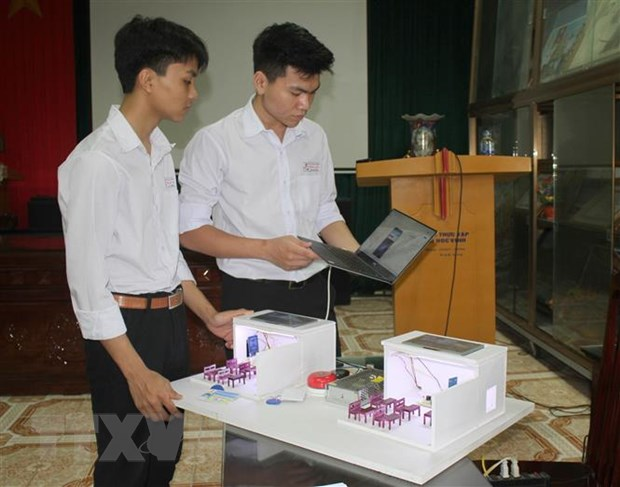 Hoc sinh Ninh Binh voi sang kien He thong quan ly gio hoc thong minh hinh anh 1