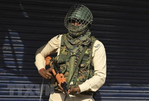 Tan cong tai khu vuc Kashmir, 3 canh sat An Do bi sat hai hinh anh 1