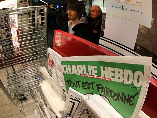 Tap chi Charlie Hebdo lai dang cac buc biem hoa nha tien tri Mohamed hinh anh 1