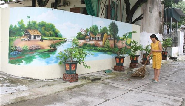 Ninh Binh: Lac loi voi nhung con duong bich hoa tai vung que yen binh hinh anh 2