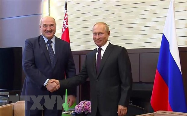Phan ung cua Belarus va Nga sau khi EU ban bo lenh trung phat Minsk hinh anh 1