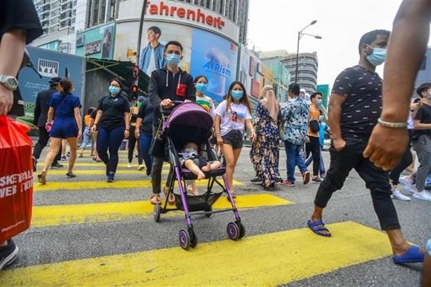 Malaysia: So ca mac COVID-19 do lay nhiem cong dong tang cao ky luc hinh anh 1