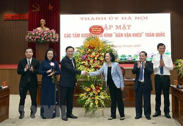 Thanh uy Ha Noi gap mat 203 tam guong dien hinh Dan van kheo toan quoc hinh anh 2