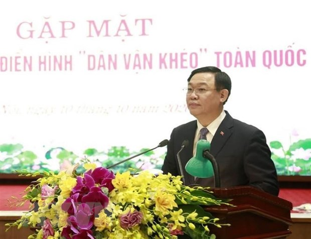 Thanh uy Ha Noi gap mat 203 tam guong dien hinh Dan van kheo toan quoc hinh anh 1