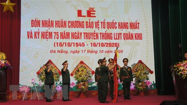Quan khu 5 vinh du don nhan Huan chuong Bao ve To quoc hang Nhat hinh anh 1