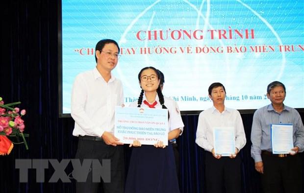 TP.HCM phat dong chuong trinh 'Chung tay huong ve dong bao mien Trung' hinh anh 1