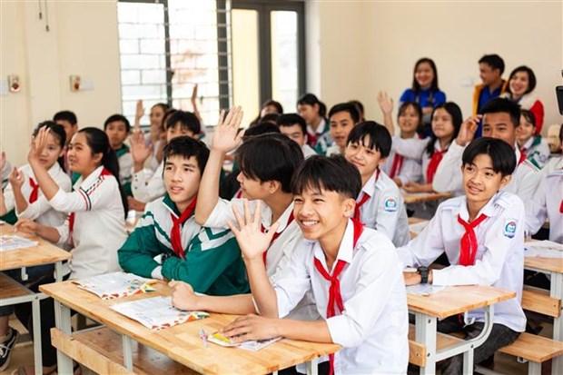 Doan Thanh nien TTXVN trao tang Tu sach Dinh Huu Du tai Ha Tinh hinh anh 3