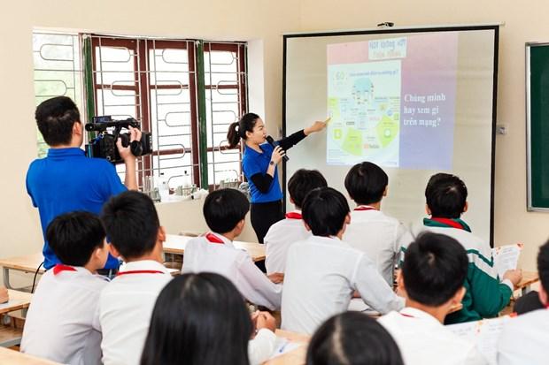 Doan Thanh nien TTXVN trao tang Tu sach Dinh Huu Du tai Ha Tinh hinh anh 11