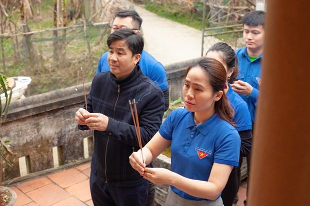 Doan Thanh nien TTXVN trao tang Tu sach Dinh Huu Du tai Ha Tinh hinh anh 4