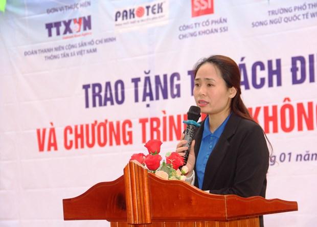 Doan Thanh nien TTXVN trao tang Tu sach Dinh Huu Du tai Ha Tinh hinh anh 10
