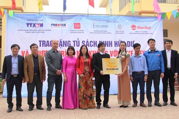 Doan Thanh nien TTXVN trao tang Tu sach Dinh Huu Du tai Ha Tinh hinh anh 7