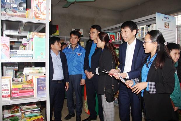 Doan Thanh nien TTXVN trao tang Tu sach Dinh Huu Du tai Ha Tinh hinh anh 12