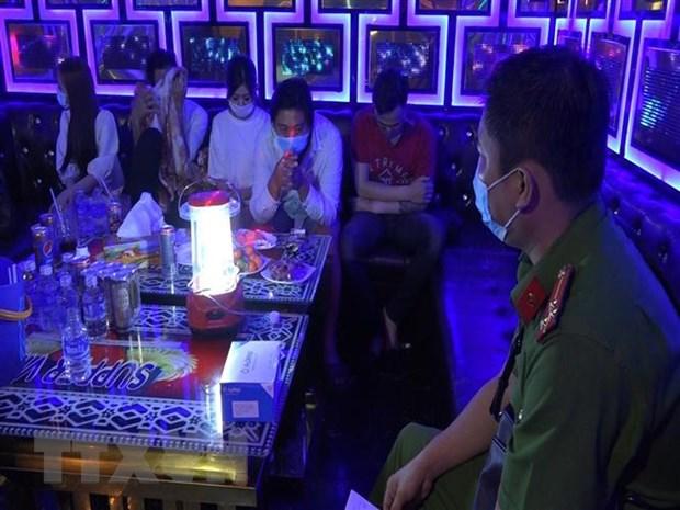 Bat qua tang 26 doi tuong su dung ma tuy trong quan karaoke hinh anh 1