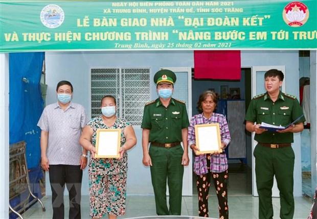 Soc Trang: Tang nha, hoc bong cho ho ngheo, hoc sinh vung bien hinh anh 1