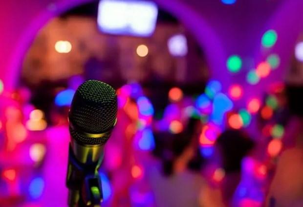 Chu tich TP Ho Chi Minh yeu cau xu ly van nan hat karaoke on ao hinh anh 1