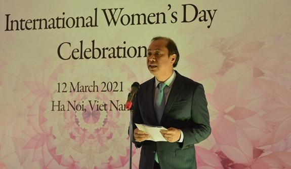 Bo Ngoai giao gap mat nu Dai su, phu nhan Dai su cac nuoc tai Viet Nam hinh anh 2