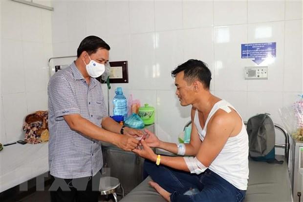 Soc Trang: Tham hoi chien sy cong an bi thuong khi bat toi pham ma tuy hinh anh 1