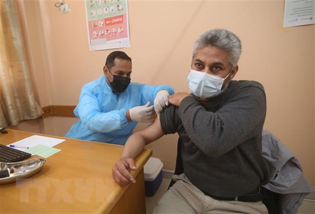 Israel dong y chien dich tiem vaccine cho 7.000 thuong nhan Palestine hinh anh 1