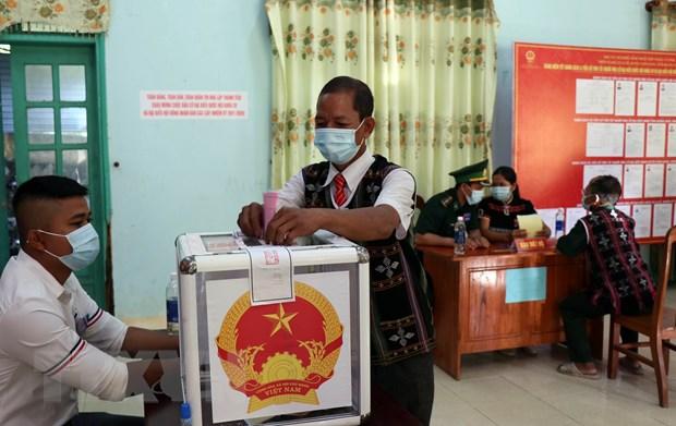 Cu tri 6 xa o Quang Nam phan khoi di bo phieu trong ngay bau cu som hinh anh 1