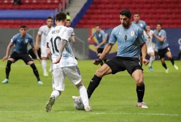 Copa America 2021: Messi kien tao giup Argentina vuot qua Uruguay hinh anh 1