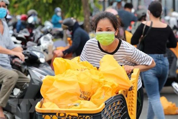 Nguoi dan Thanh pho Ho Chi Minh tan dung thoi gian mua thuc pham hinh anh 2