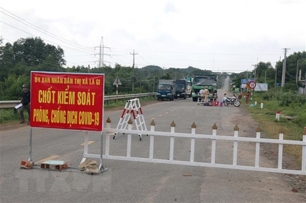 Binh Thuan: Phe binh chu tich phuong de nhieu nguoi vi pham chong dich hinh anh 1