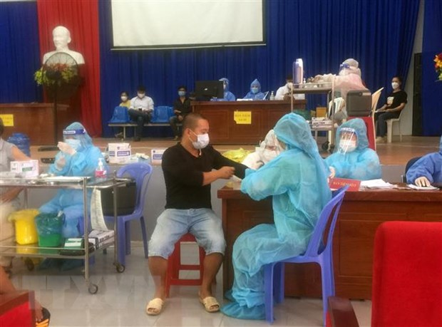 Ninh Thuan: Dam bao hon 92% nguoi tu 18 tuoi duoc tiem vaccine hinh anh 1