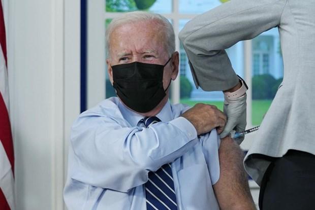 Tong thong My Joe Biden tiem mui vaccine COVID-19 thu 3 hinh anh 1